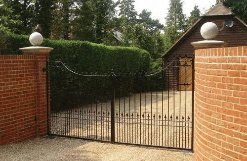 Entrance Gates Berkshire - Red Metal Works
