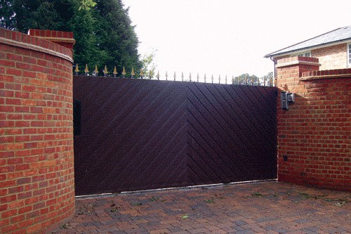 Entrance Gates Berkshire - Red Metal Works